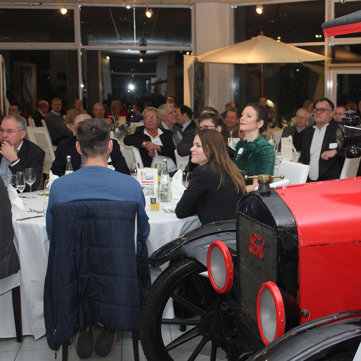 Wirtschaftskreis Berlin-Pankow - Neujahrsempfang der Unternehmer*innen mit Staatssekretär Henner Bunde im Auto & Art Salon im Januar 2019.