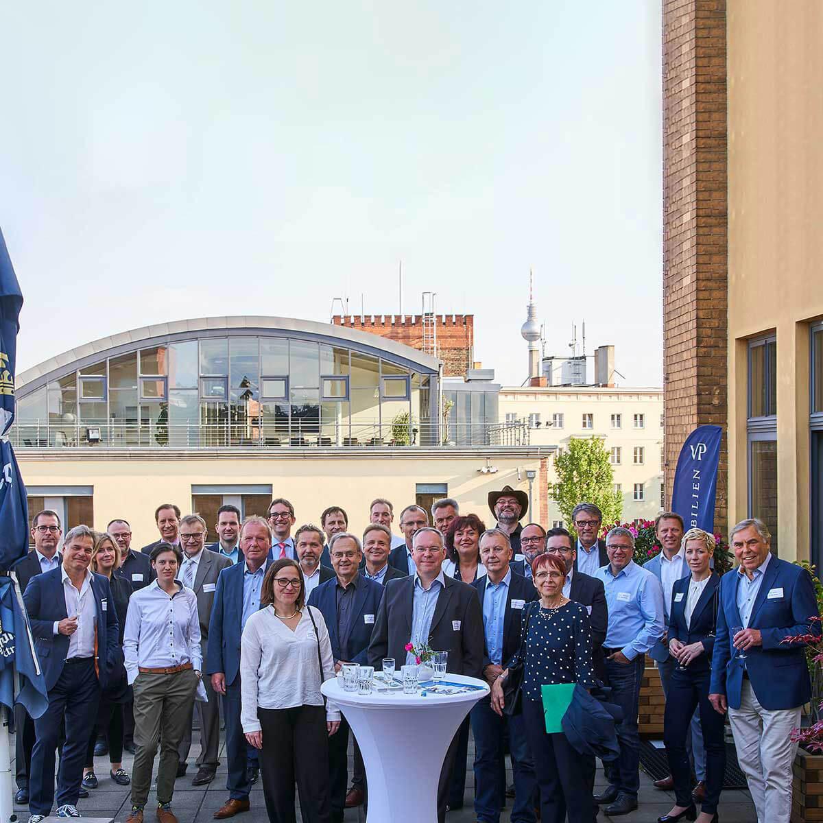Wirtschaftskreis Pankow e.V. - Unternehmer*innen auf der Dachterrasse